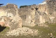 pompei-scavi-cede-porzione-di-muro-nelle-vicinanze-della-casa-del-pressorio-di-terracotta