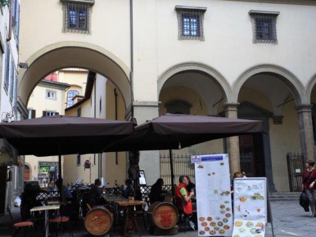 uso_improprio_piazza_santa_felicita_firenze_2016_12_14
